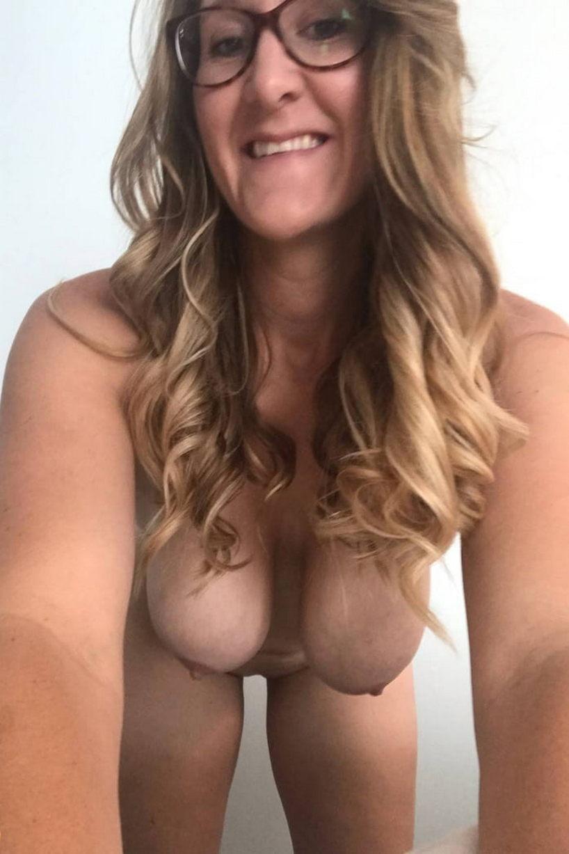 Webcam chaude avec des filles au téléphone rose